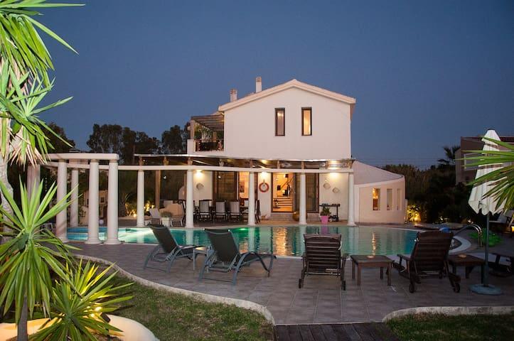 5 Bedroom Luxury Villa with Pool & Jacuzzi