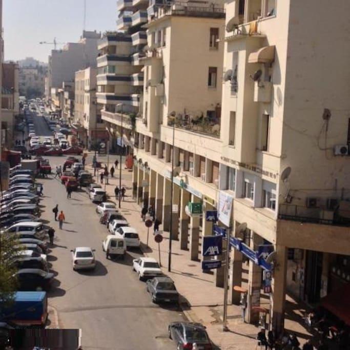 vue depuis le balcon sur la grande place du centre ville