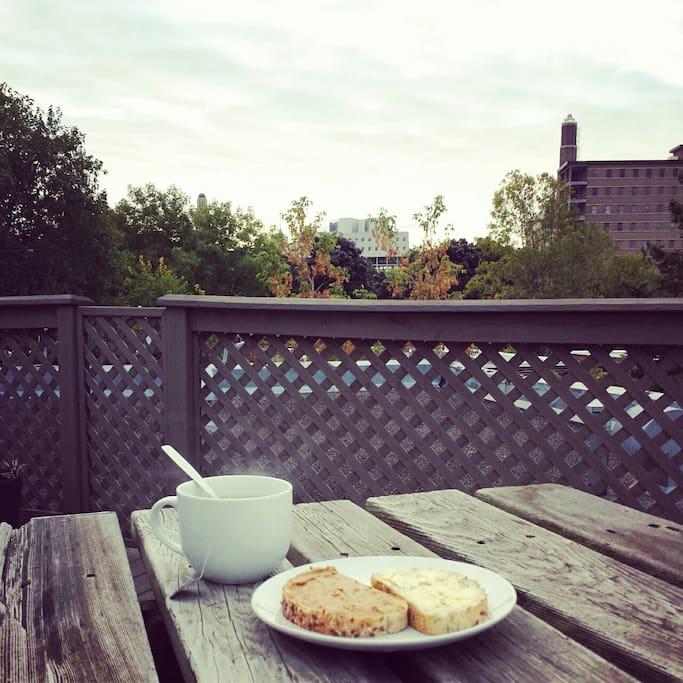 Terrasse sur le toit...bonheur matinal!
