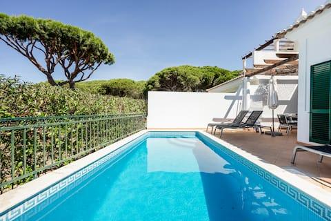 Luxury Villa,Private pool,AC, Free WiFi