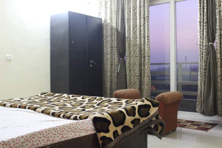 Cosy luxurious 1 room set balcony view