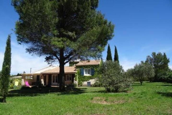 Villa provençale pour 6 personnes - Saint-Siffret - Casa