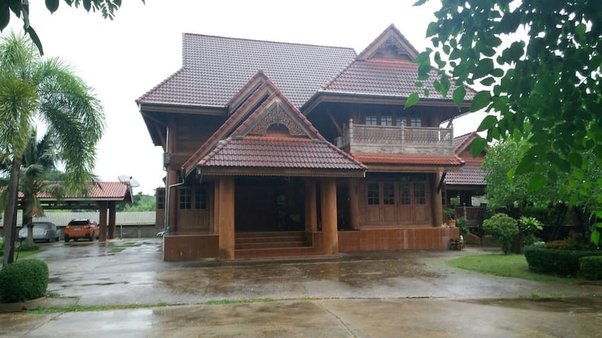 W house, Phrae, Thailand - Sung Men District - House