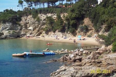 ELBA LIDO di Capoliveri vicino al mare.