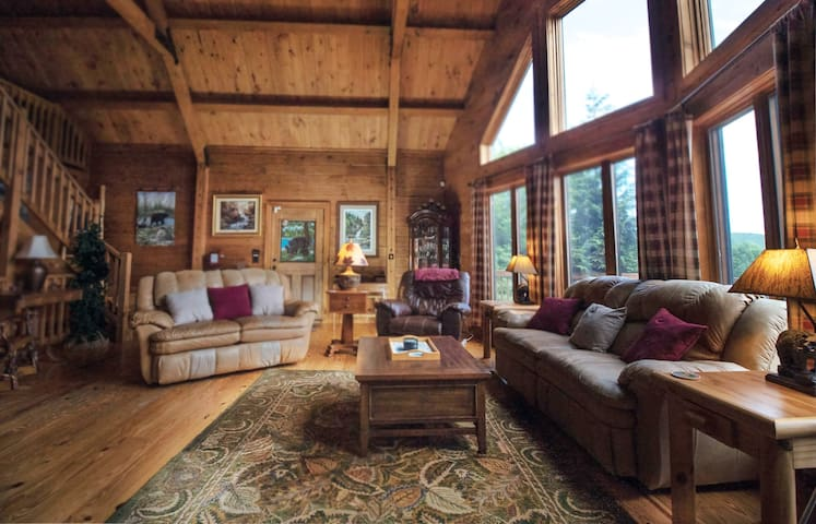 Secluded 3BR Cabin with an Unparalleled View!