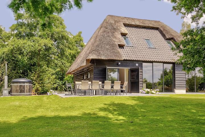 Atractiva casa de vacaciones en Rijsbergen con jardín y bañera de hidromasaje