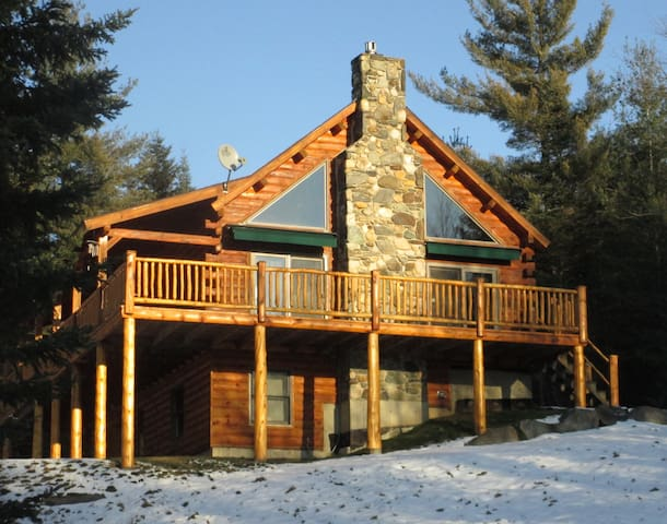 THE WOLF DEN CABIN ON 14 ACRES WITH MTN. VIEWS! - Sugar Hill - Cottage