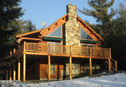 THE WOLF DEN CABIN ON 14 ACRES WITH MTN. VIEWS! - Sugar Hill