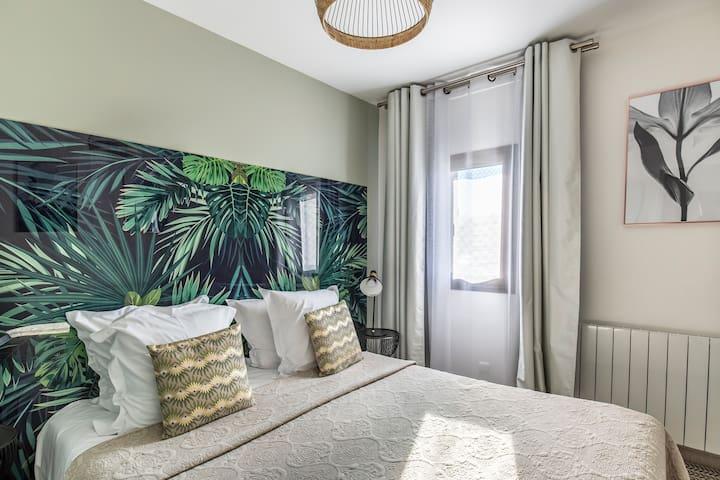 Chambre double avec lit 160 ou 2 lits 80 Décoration botanique et jungle