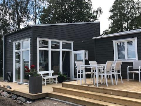TJÖRN Nybyggd gäststuga vid Hakefjorden