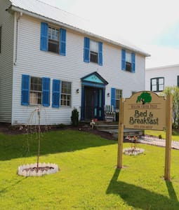 Willow Creek Falls Bed and Breakfast - Livingston Manor - Inap sarapan