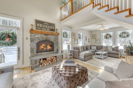 Secluded, elegant home w/ a furnished deck - close to skiing!