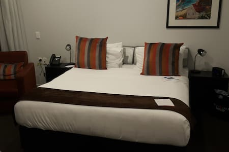 Private Room in City 4 Star Hotel near Skycity - Auckland