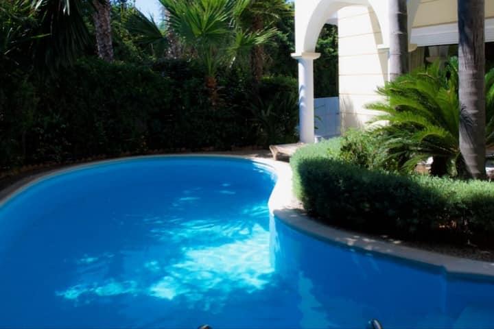 Alimos astonishing villa with pool
