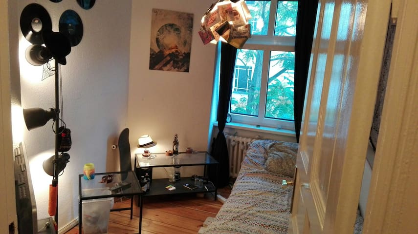 Private Room in a shared Apartment | Neukölln