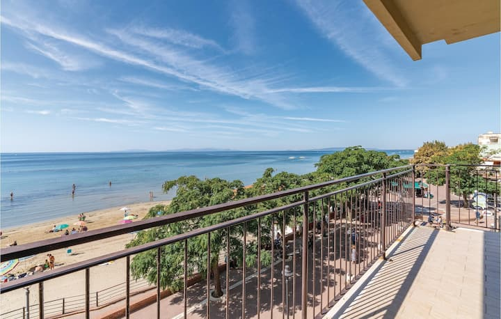 Beautiful home in Follonica (GR) with WiFi and 3 Bedrooms