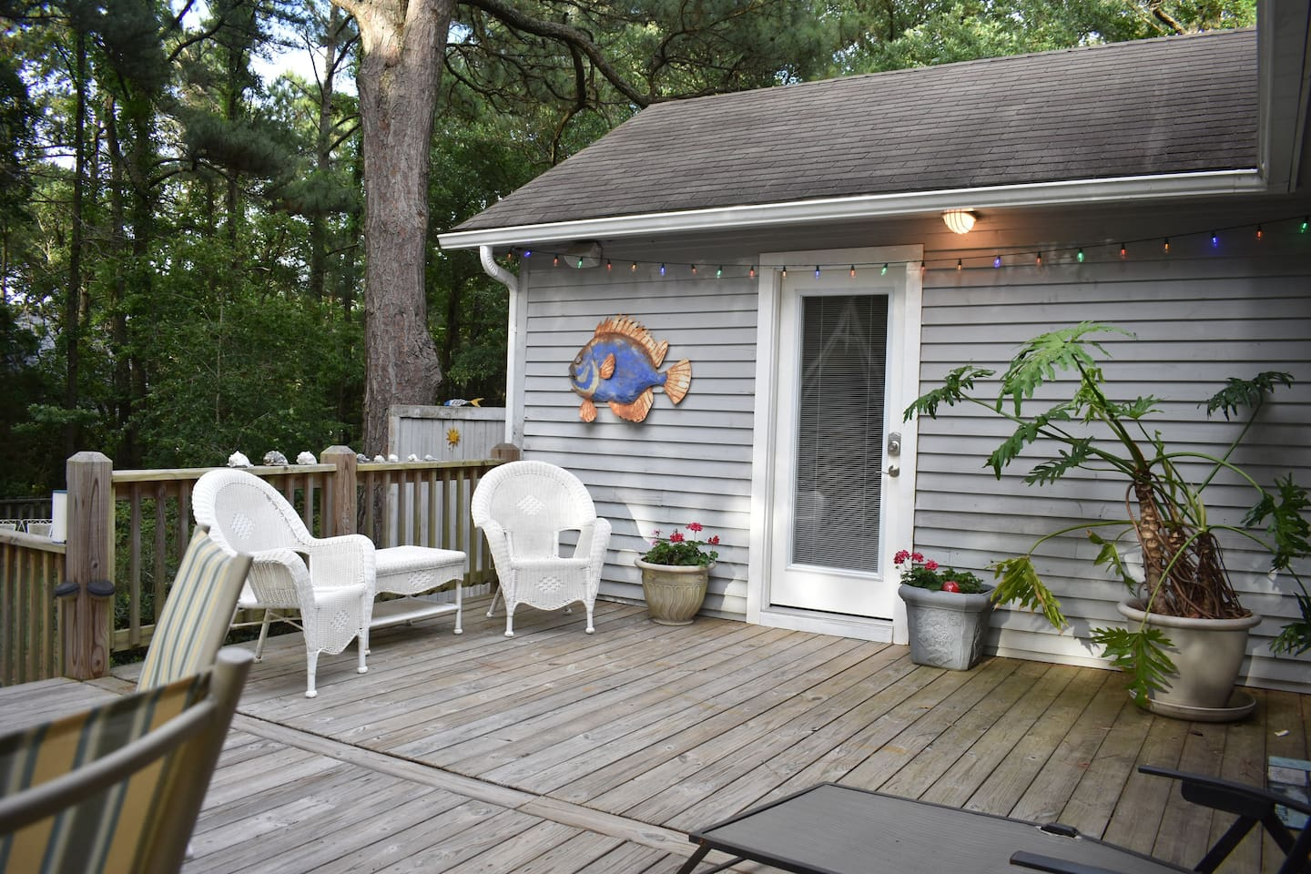 Welcome to BB's Bungalow with private entrance, large deck and outdoor shower!