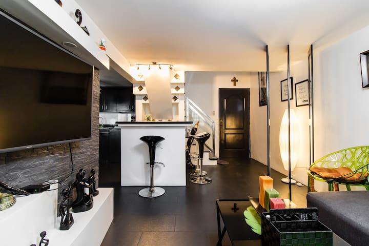 stylish 2BR condo with pool & WiFi, near MRT Shaw