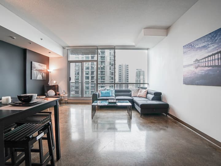❤ Stunning DT Condo, Close to 17 Ave, Bars & Shops