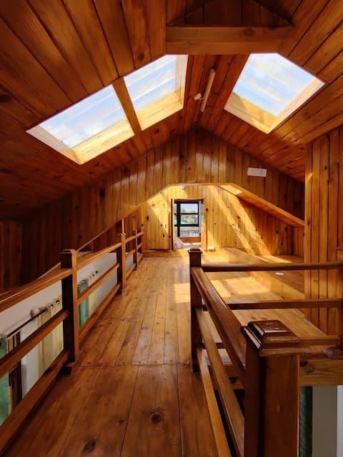 Loftshus med bjergudsigt (3 soveværelser/6pax)