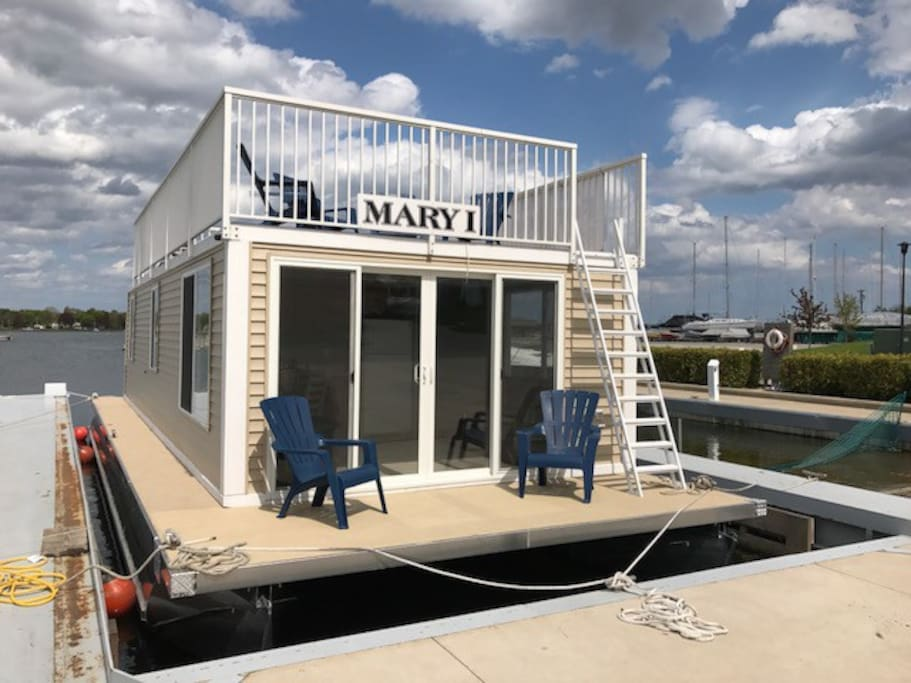 Welcome to Mary I, the Floating Cottage