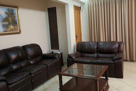 Apto. De 3 dormitorios con parqueo - 科恰班巴 - 公寓