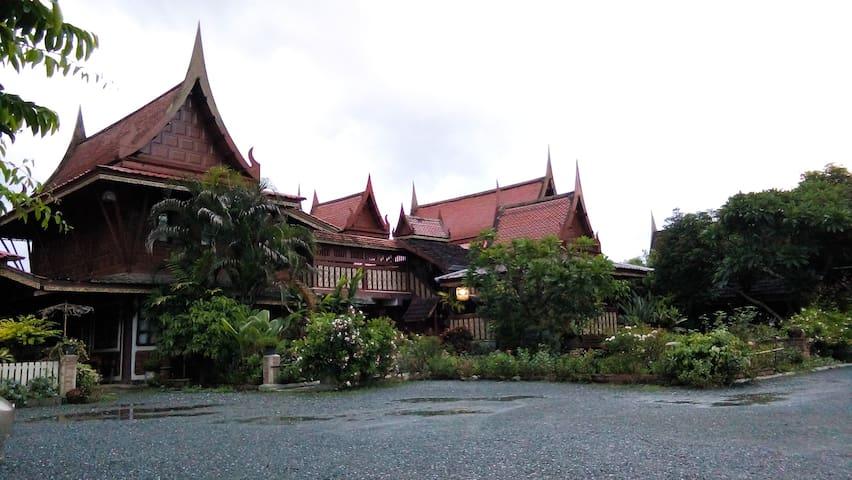 โฮมสเตย์เรือนเจ้าคุณ Ruenchaokhun Homestay - Chiang Mai - Boutique hotel