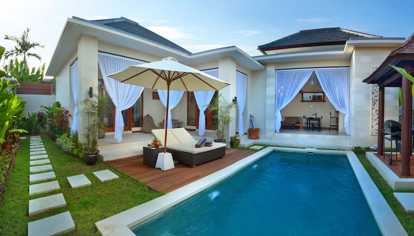 Villa Underwood, close Seminyak Square & Eat St