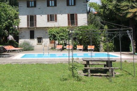 CasaFrey bilocale con piscina, giardino e wifi - Vacciago - Apartamento