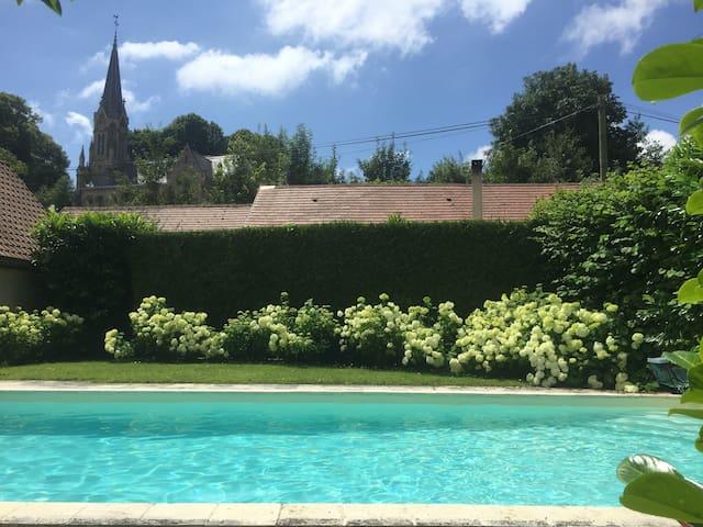 Maison de campagne avec piscine chauffée