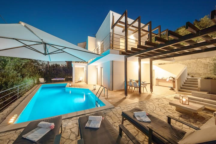 Beachfront villa with  pool, jacuzzi  and sea view