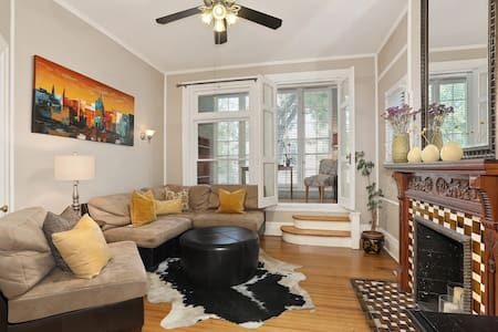 Charming Condo--Uptown Neighborhood! 2 Bedroom - Denver - Appartement