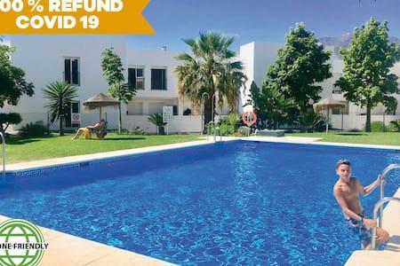 Casa CLAUDIA: lujoso,amplio,3 dorm,4 piscinas,WIFI