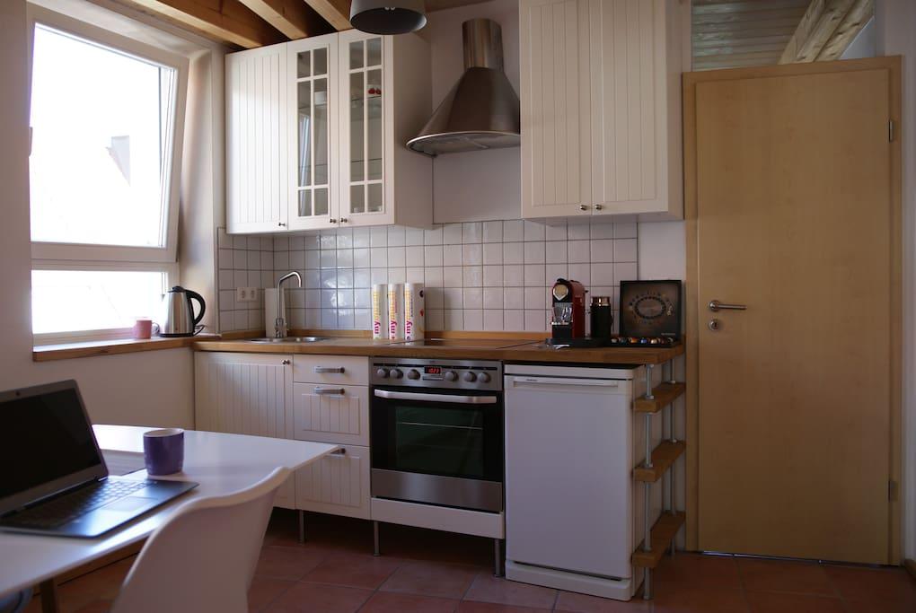 Hier die komplett ausgestattete Wohnküche