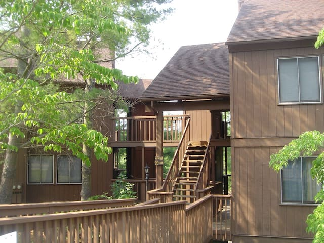 Great location, affordable and walk to the lake!