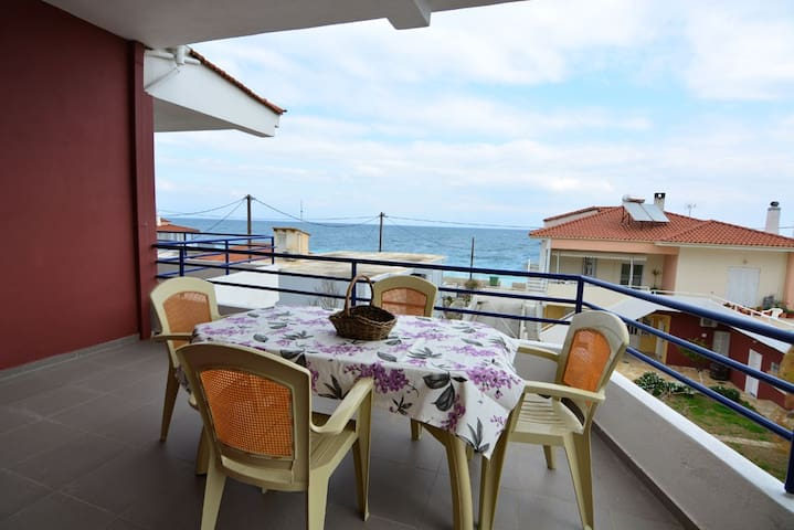 Idyllic apartment close to the sea - LYKOPORIA