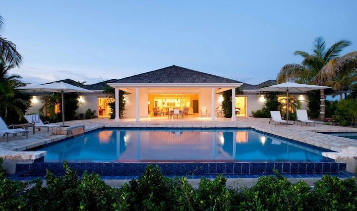 THE HARBOUR.THE Home Escape - Gazebo. Pool. Sea.