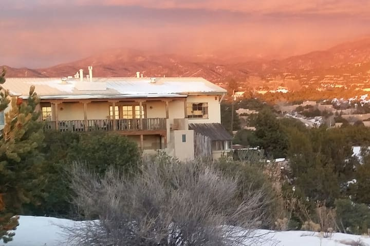 Mtn views, contemporary decor, close to the Plaza - Santa Fe - Lägenhet