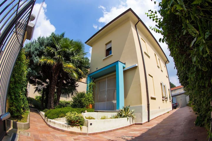 A grand home right outside Milan. - Gallarate - Villa