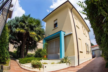 A grand home right outside Milan. - Gallarate