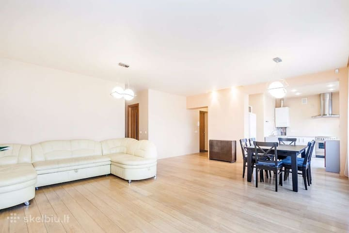 Bright and cozy 2 bedroom flat, 10 min central