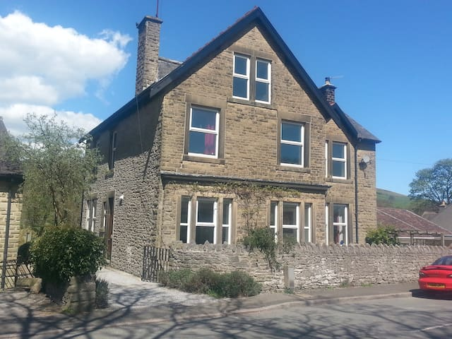 Self Catering Ground Floor Apt - Castleton - Dom