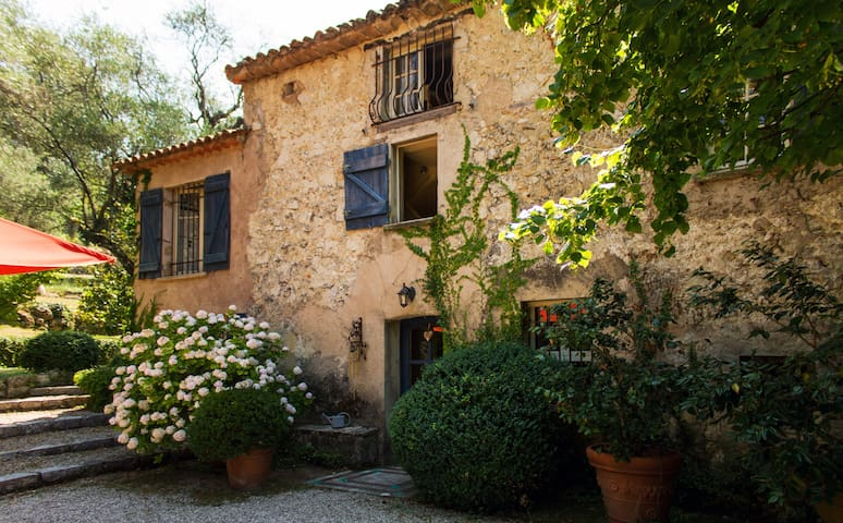 charming bedrooms - French Riviera - Grasse - Bed & Breakfast