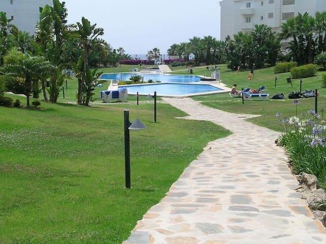 1ª Línea de playa en Pto. Banús - Marbella - Huoneisto