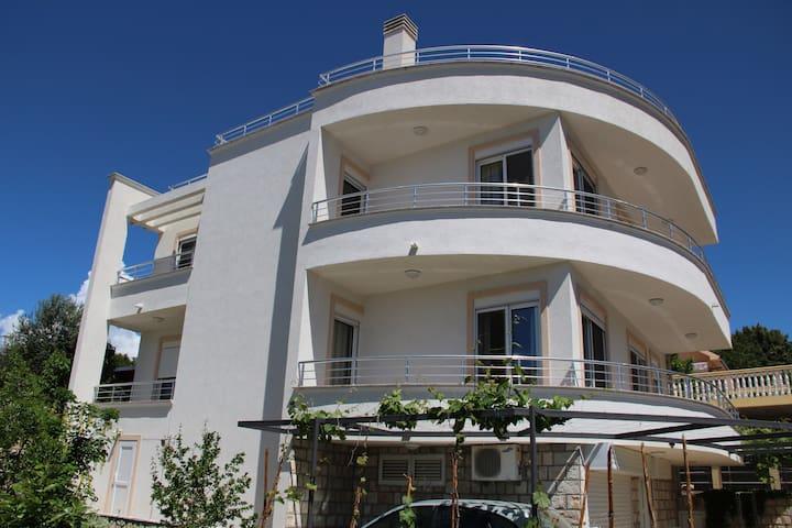 Villa Vega Large Apartment