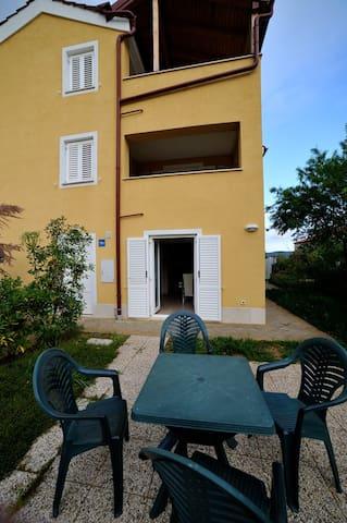 Apartment for 2 to 4 persons - Martinšćica - Apartment