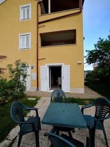 Apartment for 2 to 4 persons - Martinšćica - 公寓
