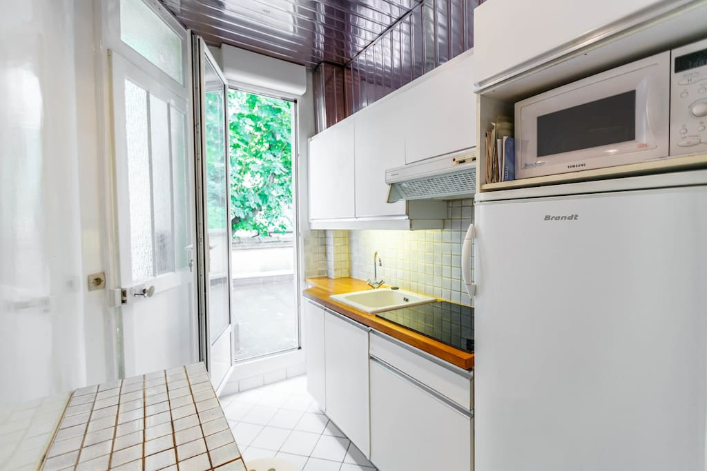 An all equipped kitchen