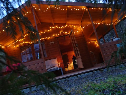 Kabin Kayu di Hutan