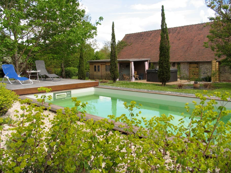 G te 4 pers piscine jacuzzi et jardin privatifs houses for A la piscine translation